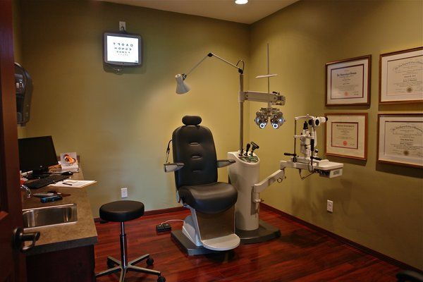 Modern Exam Room With Digital Chart System Yelp Medical Office Interior Medical Office Design Doctor Office Design