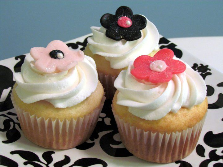 Flower Cupcakes - check out my site www.allthatfrost.com