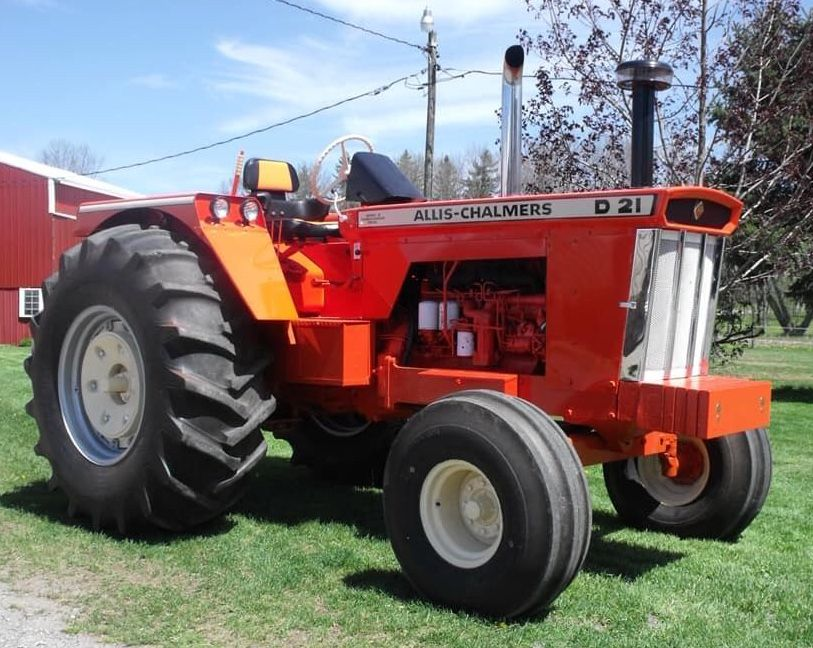 Allis-Chalmers D21 Tractor — be still my heart  | Tractor