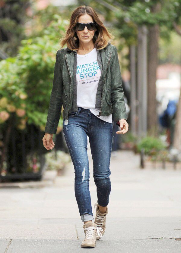 Image from http://www.instyle.co.uk/s3/files/styles/article_landscape_600_wide/s3/15/04/sjp-t-shirt.jpg?itok=h3-EOeoT.