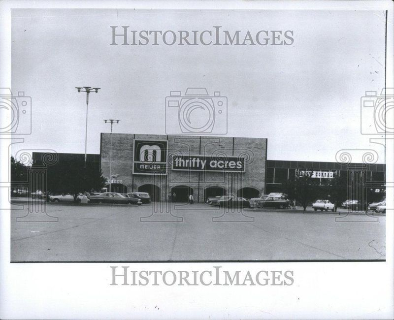 meijer thrifty acres october 26 1956 ok i know this is an insanely old pic but seriously meijer is the best store ever