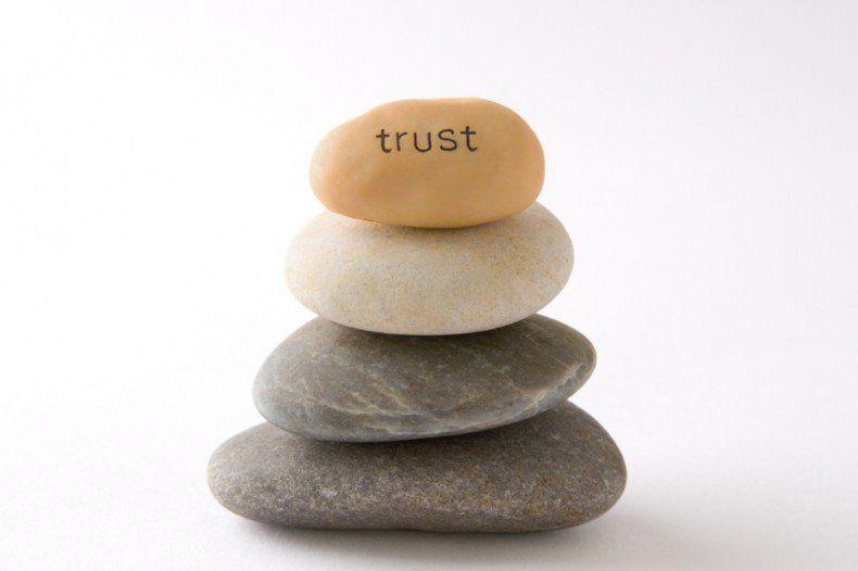 Hoje no site, falamos de credibilidade no ambiente profissional, e como é impossível seguir em frente sem construir uma imagem de confiança: Leia aqui: http://www.fernandadamy.com.br/imagem-corporativa/a-importancia-da-credibilidade-no-trabalho/