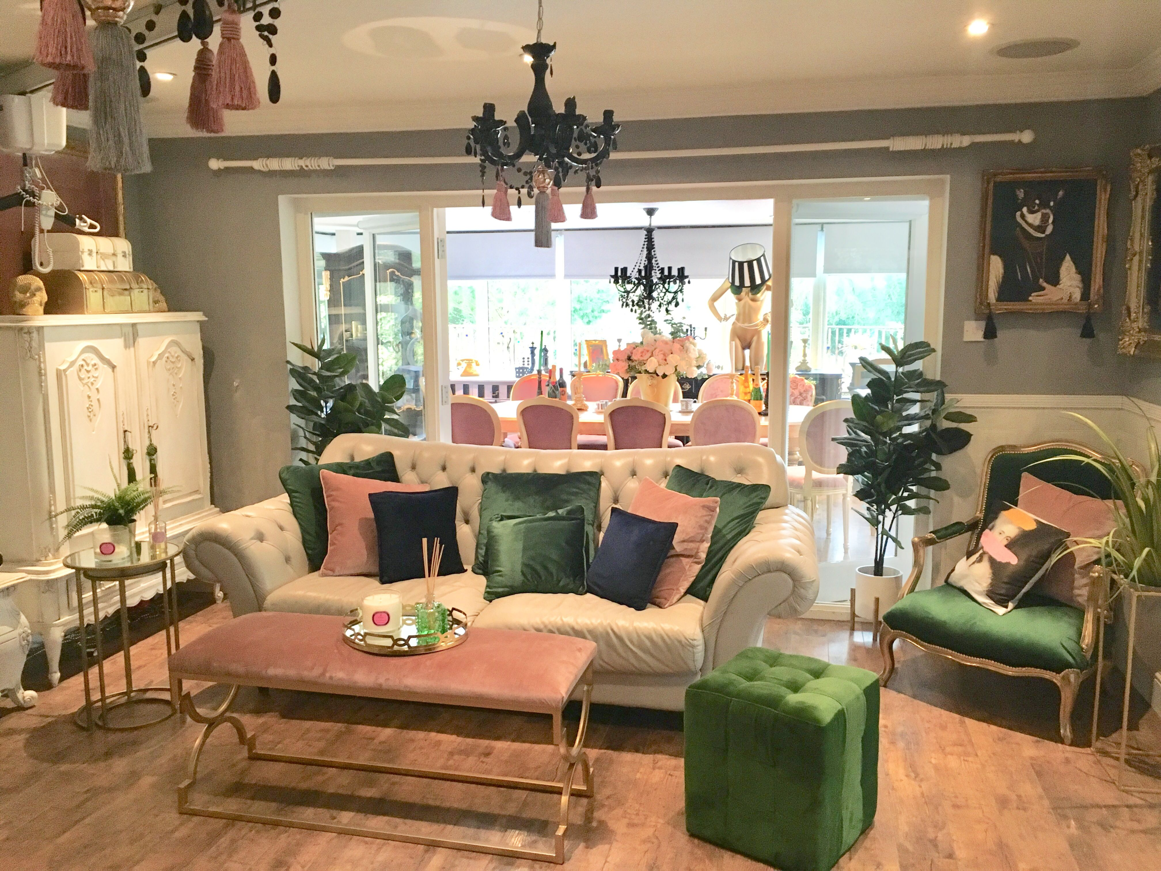 30 Excellent Photo Of Eccentric Living Room Eccentric Living Room Glam Living Room Pink Velvet Aude Glam Living Room Eccentric Living Room Velvet Living Room Living room ideas quirky