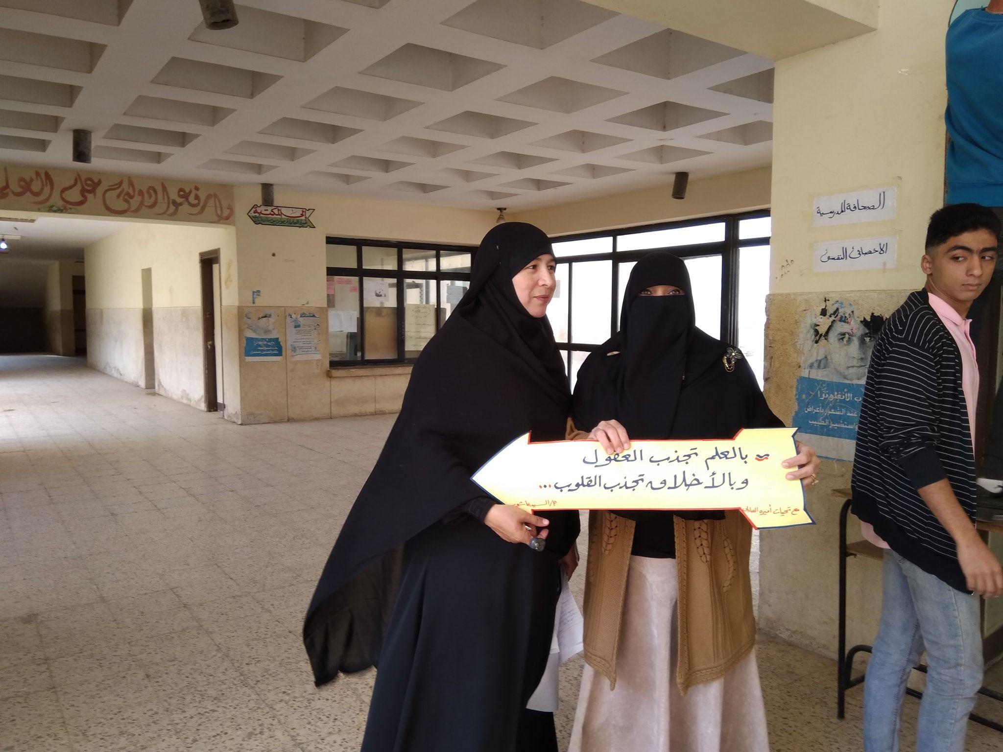 تزيين الممرات في المدرسة بالعلم تجذب العقول وبالأخلاق تجذب القلوب مصطفى نور الدين Nun Dress Nuns Fashion