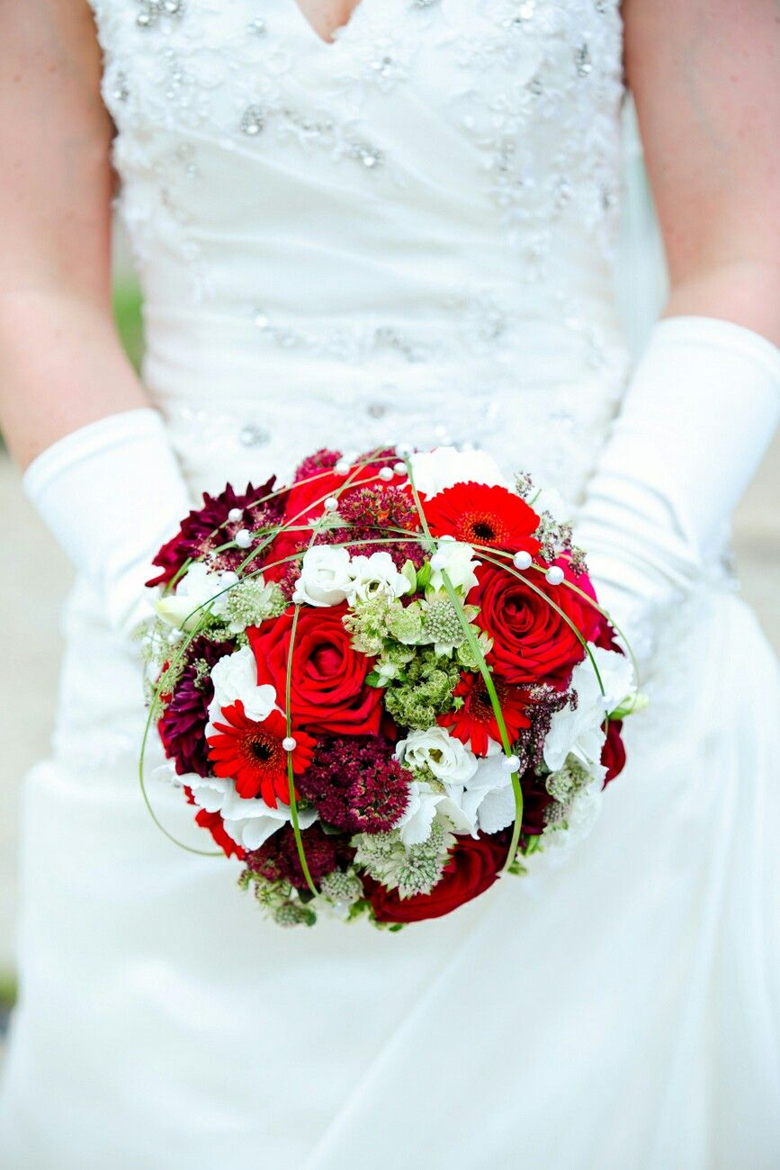 #Brautstrauss rot-weiss #Bridal bouquet red -white  Created by Karsten Flöter # foto:  Auf Wolke 7, Berlin #whitebridalbouquets