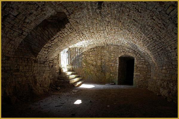 La Cave Voutee Sous La Salle Des Chevaliers Du Chateau De Morimont