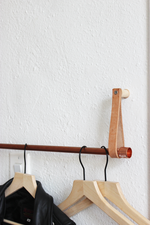 Diy Copper And Leather Hanging Clothing Rack Hometohem Hanging Clothes Racks Diy Clothes Rack Copper Diy