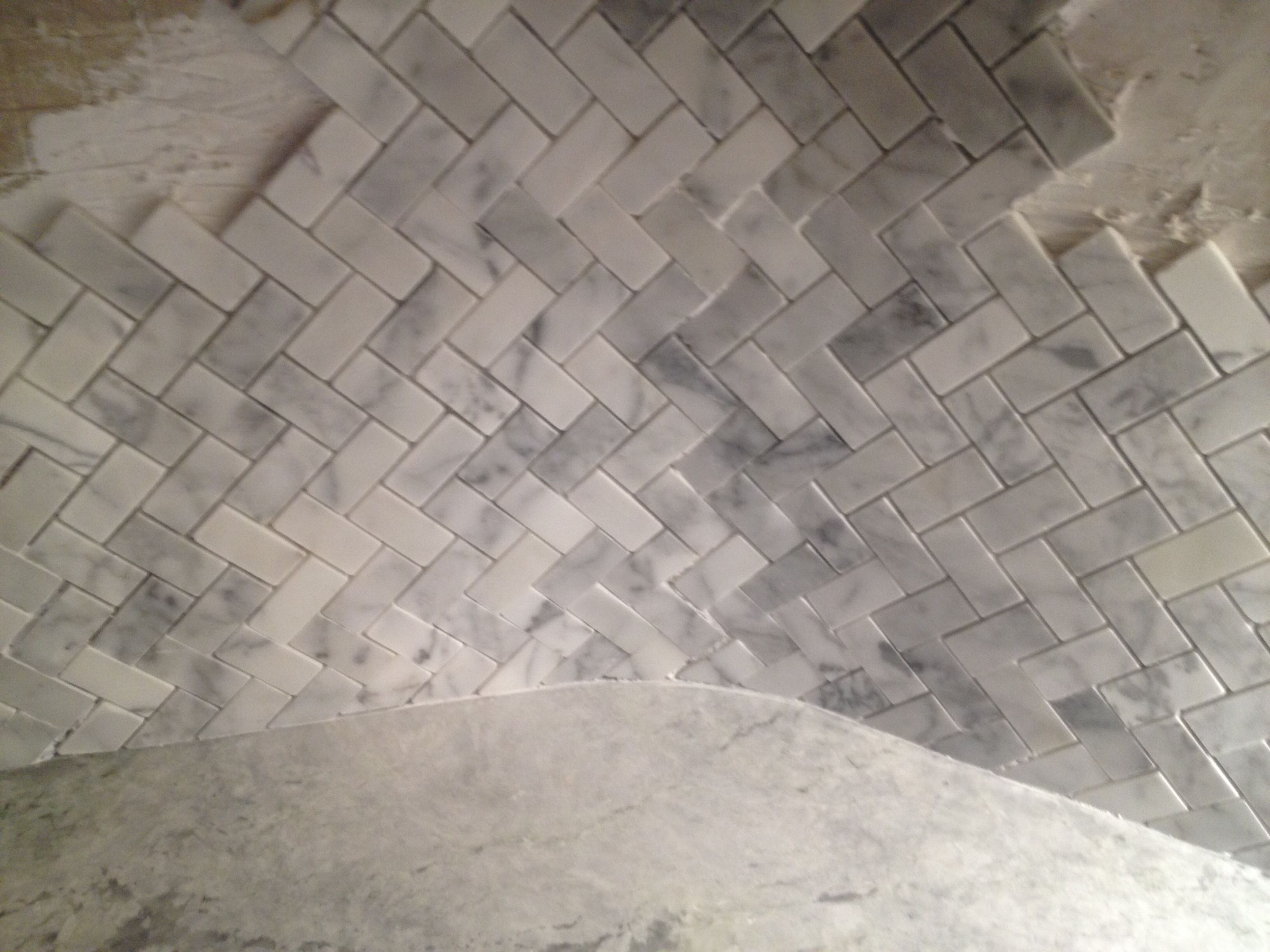 How we tiled an interior corner of the backsplash created a curved wall behind it for a smooth - Backsplash corners ...