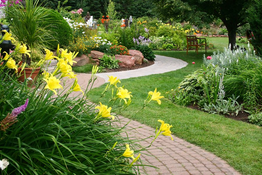 The garden is undoubtedly an ideal place not only for relaxation, but also to relish nature's beauty. Click the picture to find more ideas for your garden.