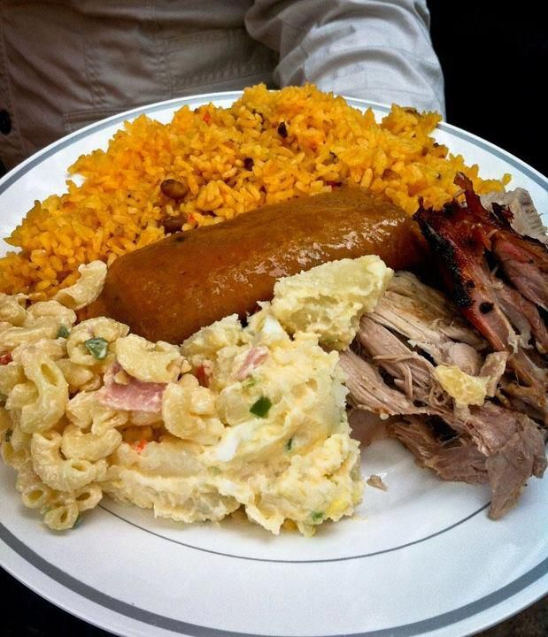 Arroz con gandules pasteles pernil ensalada de papa y for Authentic puerto rican cuisine