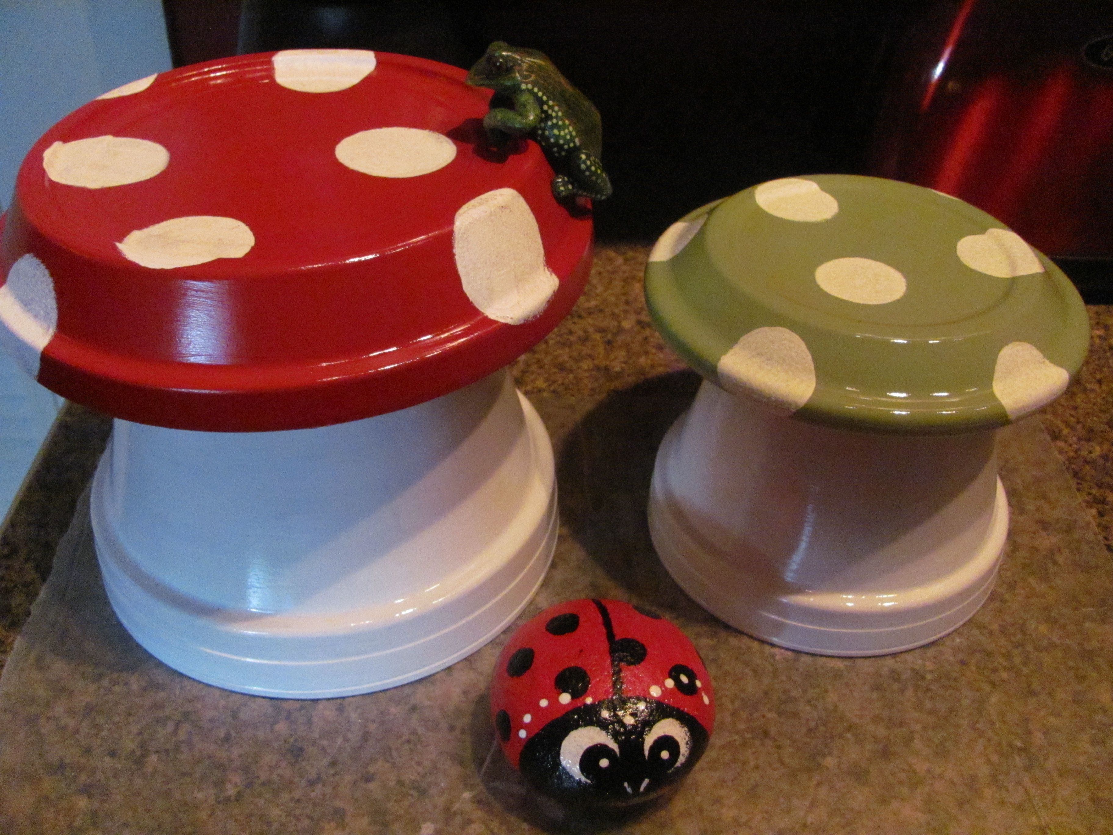 Diy mushroom chair - Lady Bug Painted On Rock With Clay Pot Mushrooms That I Made
