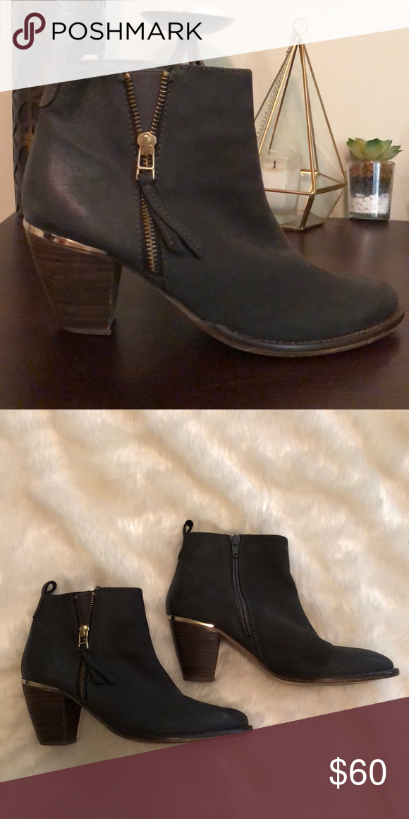 "3b38b1ff5af3 Steve Madden ""Wantagh"" Grey Leather Ankle Bootie A gleaming rand set atop a  stacked"