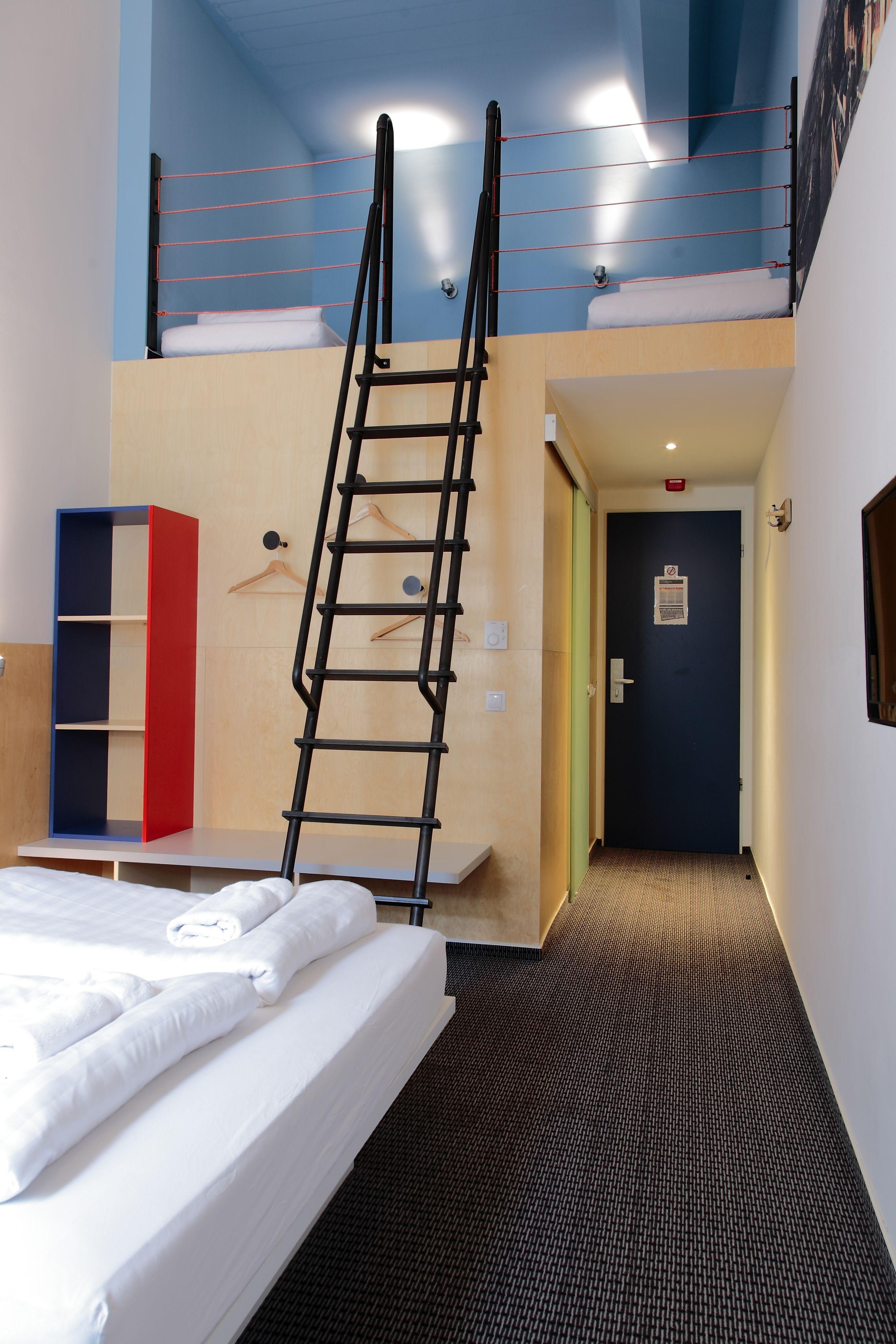 8 bed dormitory maverick maverickcitylodge budapest hungary