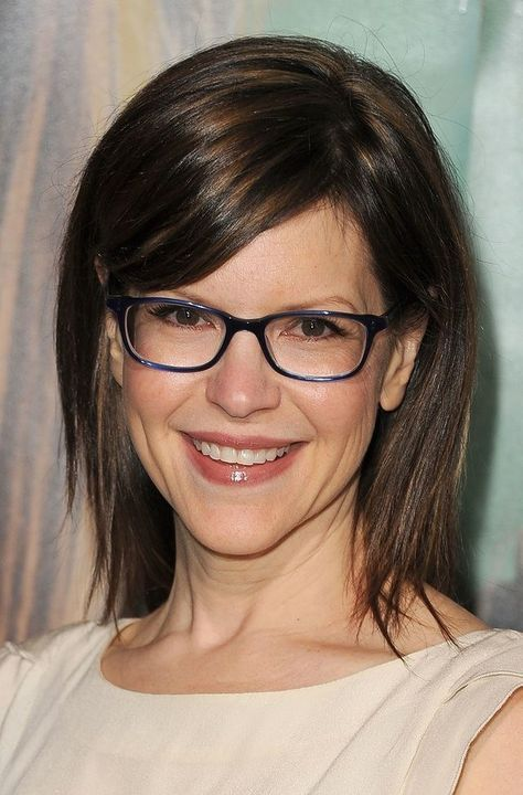 Hairstyles For Women Over 40 With Glasses Elle Hairstyles Medium Hair Styles Medium Length Hair Styles Hair Lengths