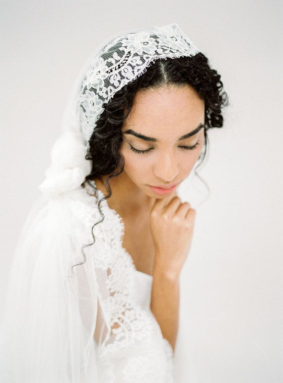 Wedding Veil Knotted Veil Lace Mantilla Veil Lace by sibodesigns