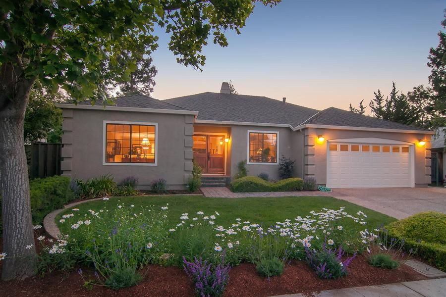 curb appeal ranch style house