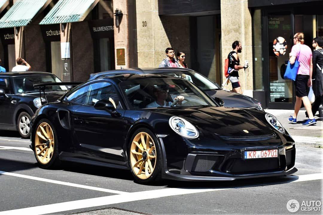 Porsche GT3RS 991.2 gold wheels