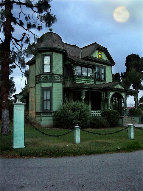 Howellhouse Queen Anne Mansion And Victorian