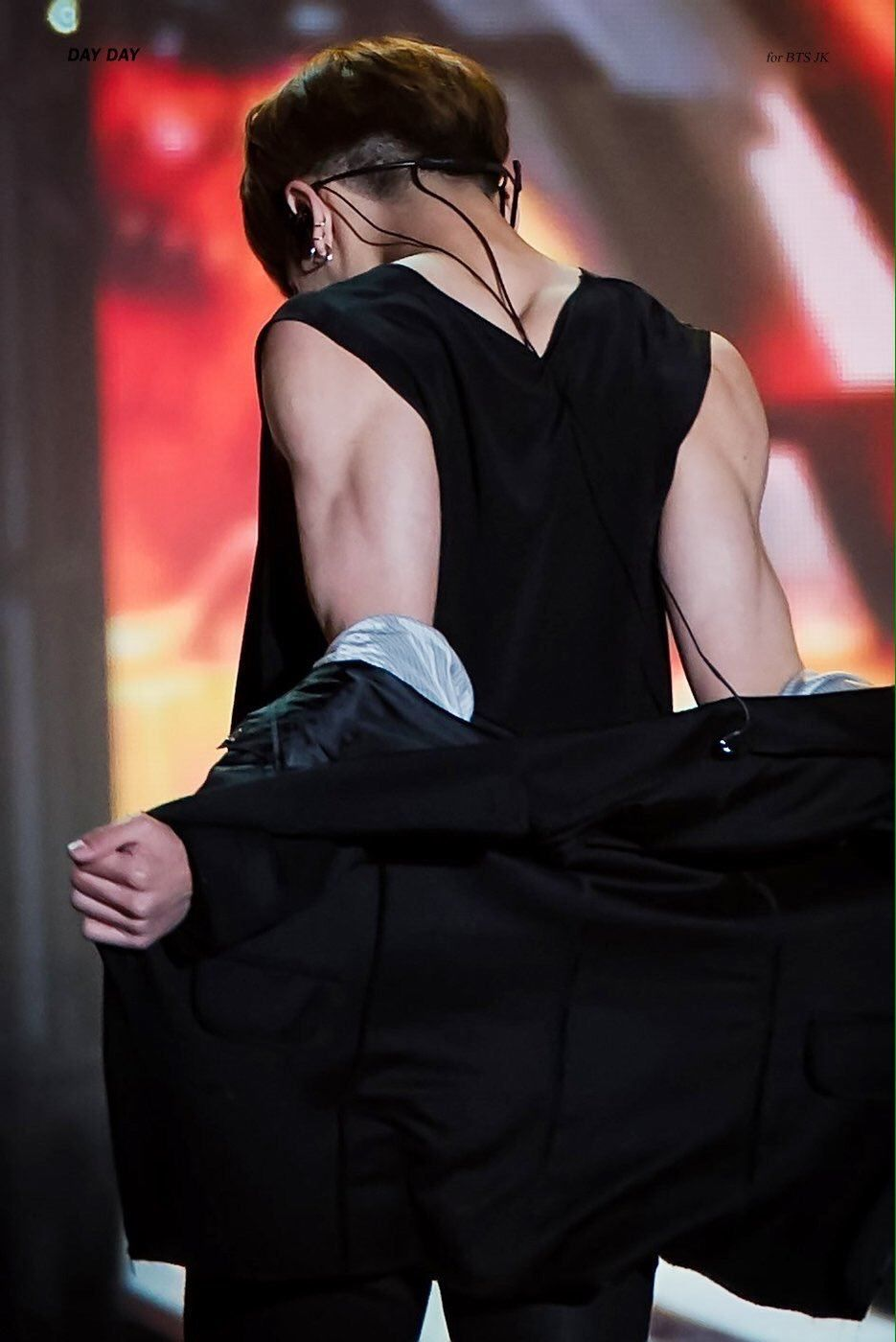 15 Male Idols With The Sexiest Arms In K Pop Koreaboo Jungkook Jungkook Abs Jungkook Hot