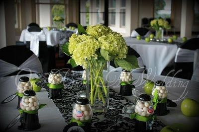 elegant black and white table settings | ... black demask table runner and & elegant black and white table settings | ... black demask table ...