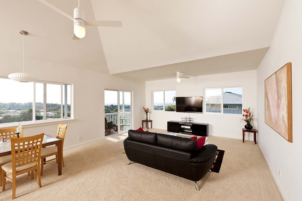 residence in Pearl City: living