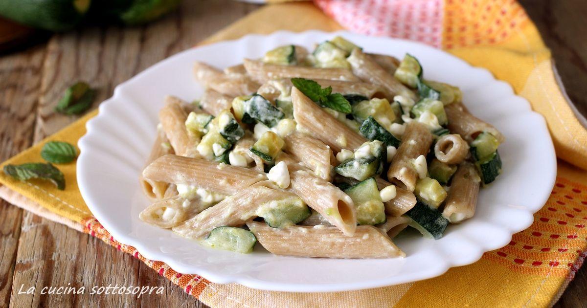 Pasta cremosa con zucchine e fiocchi di latte | La cucina sottosopra
