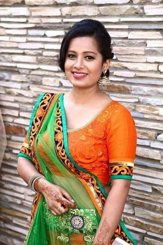 photos on saree Bhabi