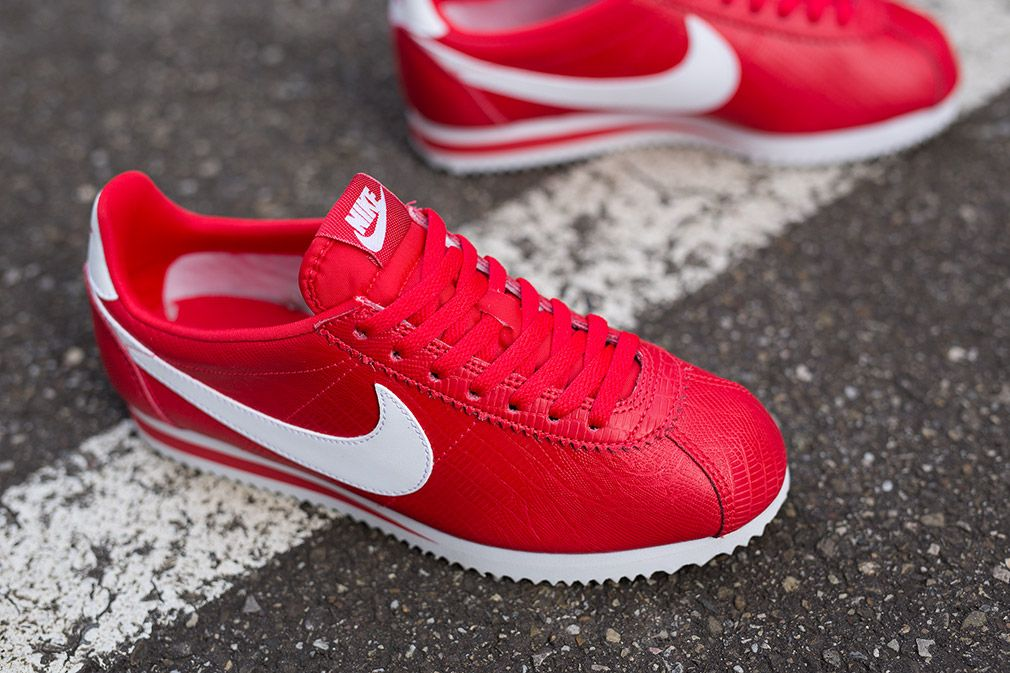 398436 610 nike wmns classic cortez leather action red whitenike wmns  classic cortez leather action red