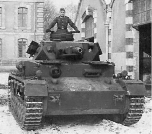 Sd.Kfz. 161 Pz.Kpfw. IV (Panzerkampfwagen IV) mit 7.5 cm KwK 40L-48 und  7.92 mm Maschinengewehr 34 Panzerlauf
