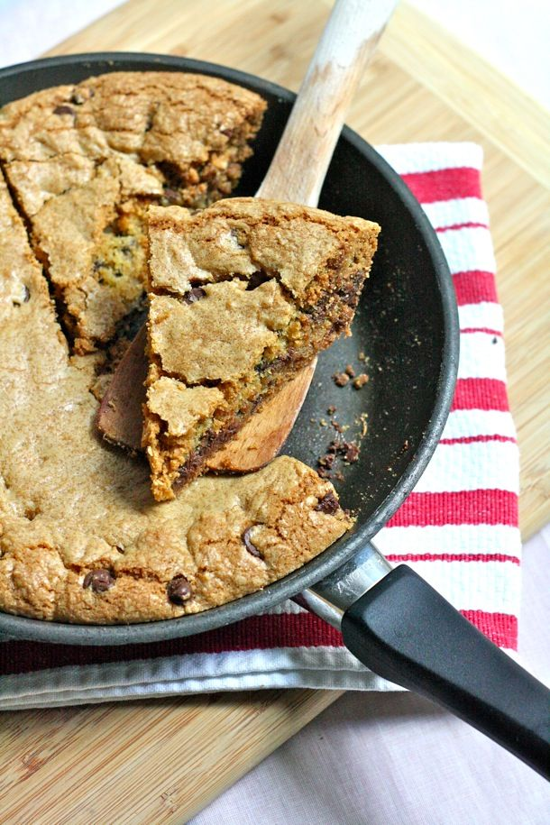 Skillet-Baked Chocolate Chip Cookie a la Mode