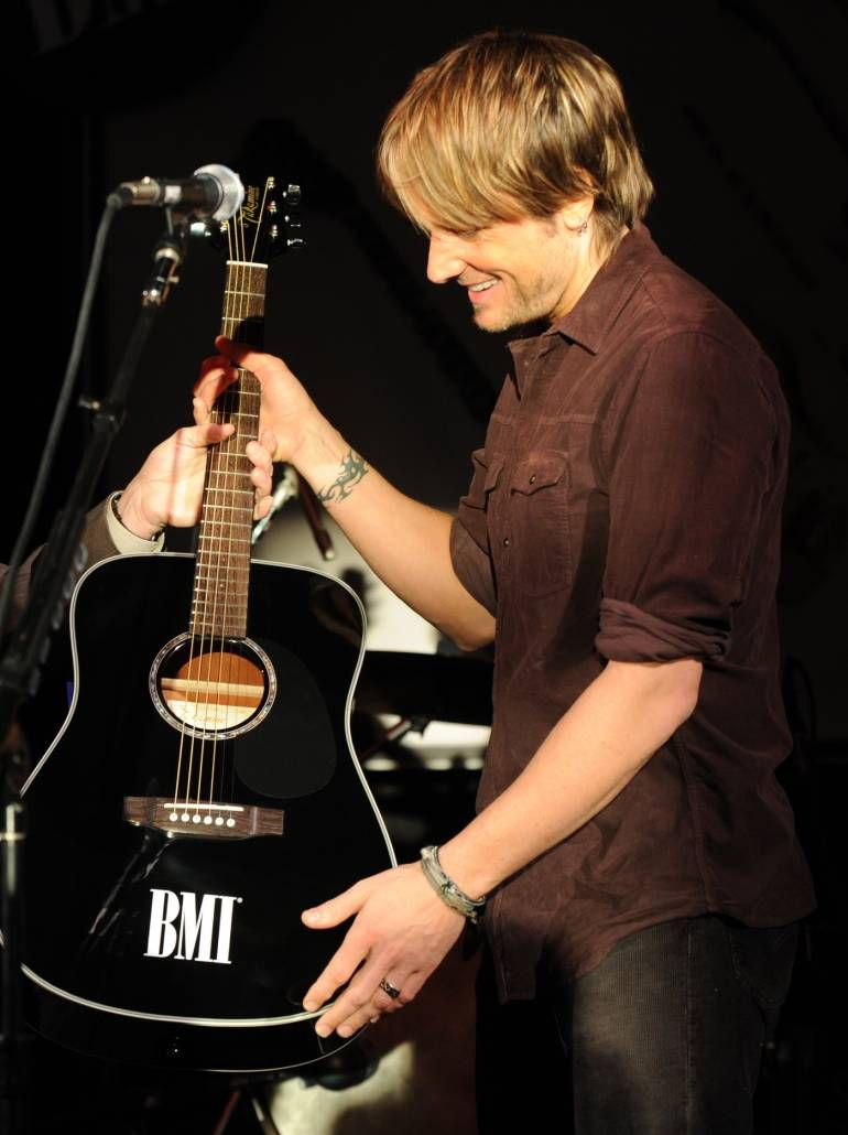 Keith Urban Performs Even the Stars Fall 4 U at 2014 ACMs