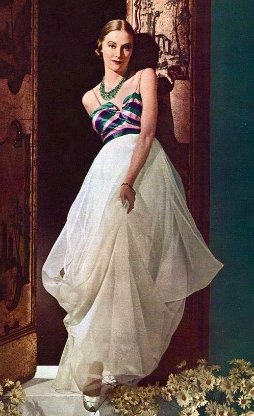 Fashion 1940s Two Female Models Flirty 40s Style Evening: Épinglé Par 1930s/1940s Women's Fashion Sur 1930s Evening