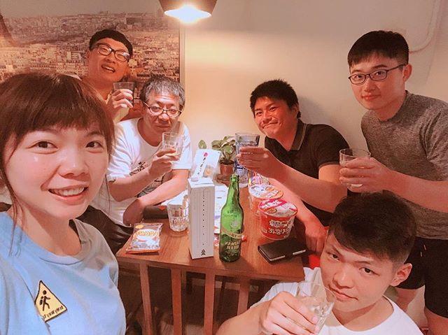 來自日本的Yuji桑出門旅行總是會在行李箱裡放瓶家鄉的酒疑跟某位管家好像到民宿安頓好一切後就會小酌一杯 ...