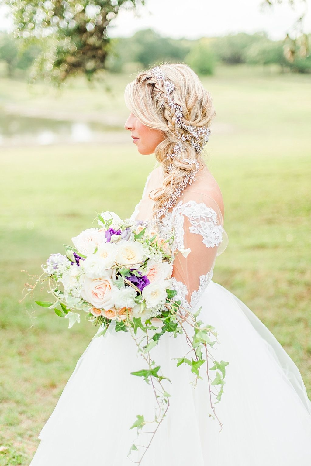 Disney Princess Wedding Insipration Featuring Rapunzel From The Movie Tangled Flower In Hair Wedding Rapunzel Wedding Disney Wedding Disney Princess Wedding [ 1534 x 1023 Pixel ]