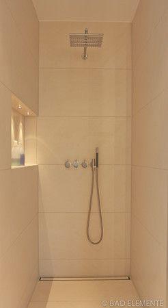 dusche mit groformatigen fliesen an wand und boden duschrinne an der wand beleuchtete nische - Gemauerte Dusche Licht