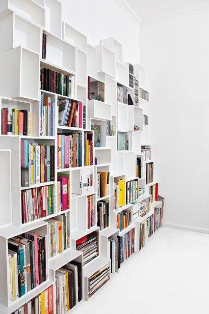 platzsparende einrichtung ideen regalsysteme buchsammlung, bücherregal mit unterschiedlichen großen fächern   wohnzimmer, Design ideen