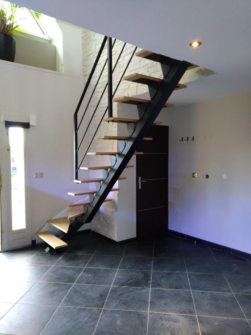 Escalier Limon Central Noir Marche Chene Et Realise Par La Societe
