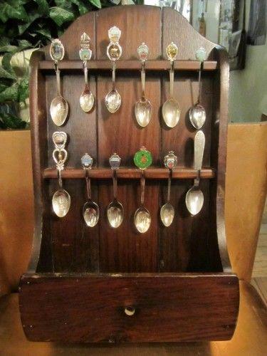vintage retro wooden display case holder 12 collectible souvenir silver plate spoons christmas. Black Bedroom Furniture Sets. Home Design Ideas