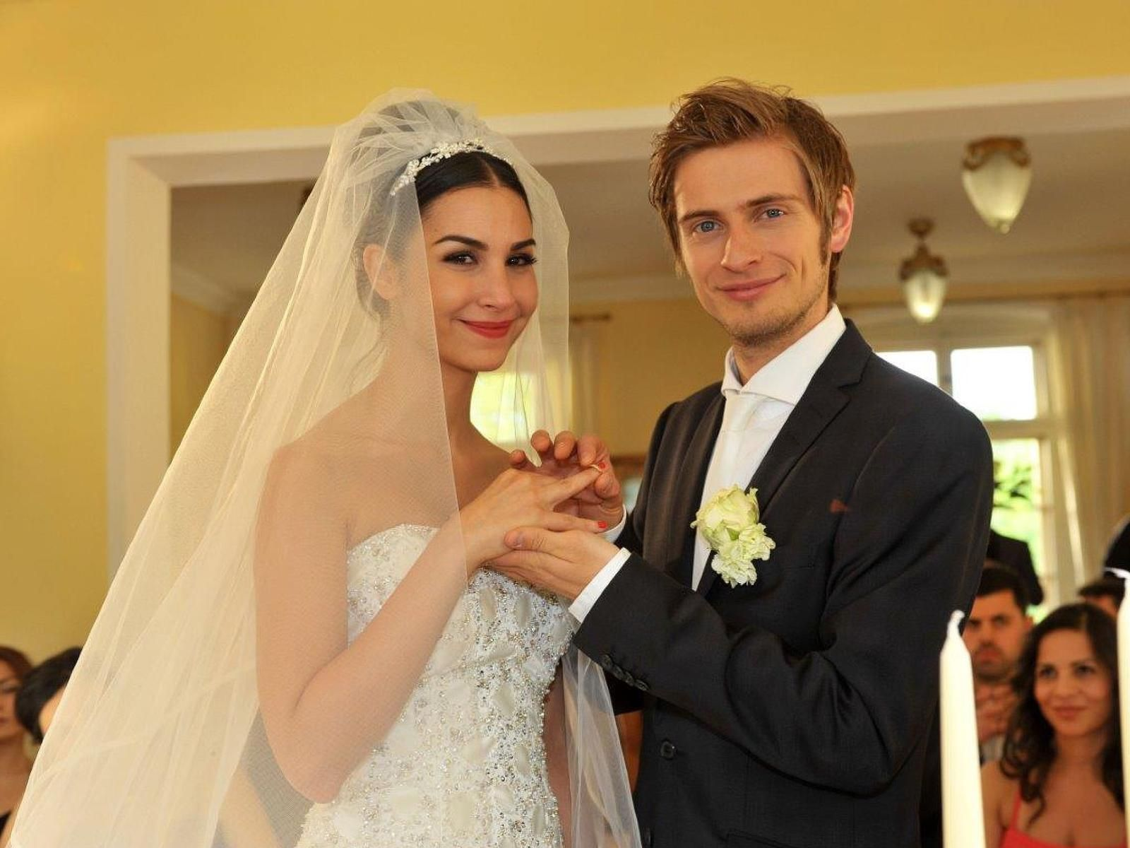 Pin von Angelika auf GZSZ  Gzsz, Hochzeit, Gzsz stars