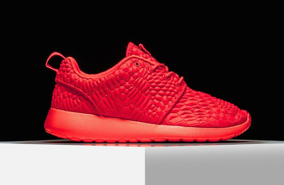 WOMEN'S NIKE ROSHE BRIGHT CRIMSON TM: Love the texture one these