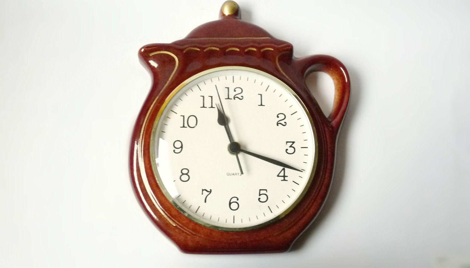 Kitchen Wall Clock German Pottery Ceramic Tea Pot Shaped Quarz Vintage 70 S