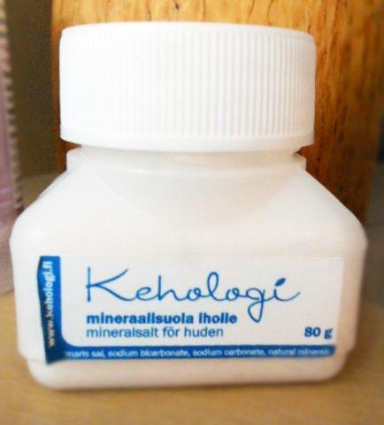 http://somanyinspiration.blogspot.fi/2015/09/ja-nyt-minulla-on-aarrearkussani.html  #Kehologi #Mineraalisuolaiholle #Kosmetiikka #ihonhoito #Kuukorento