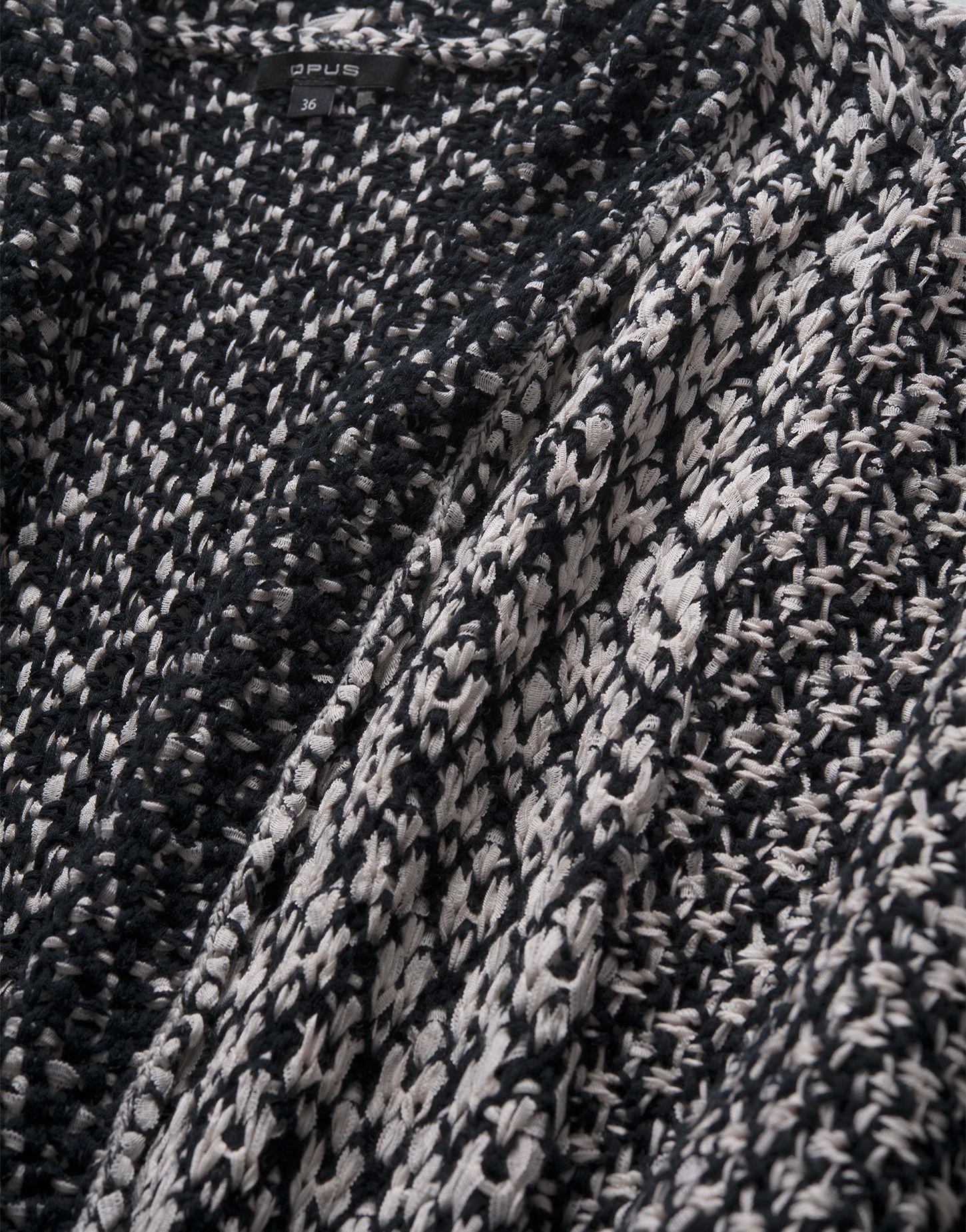 Wirkt wie geknüpft und ist deshalb auch eine tolle marokkanische Inspiration: Tape Yarn Strick in Schwarz-Weiß.