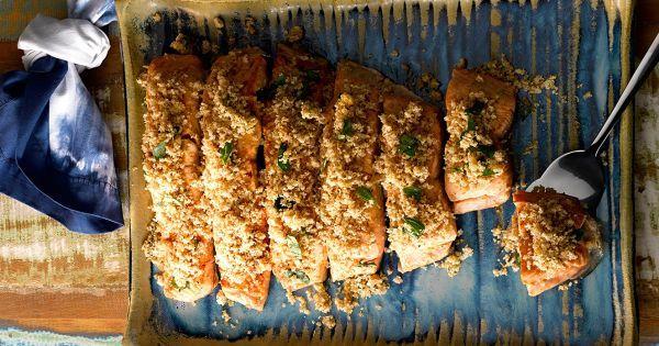 Aprenda a preparar a receita de Peixe com crosta de pão integral e castanha