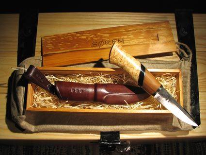 Puukko 2007, visakoivu, hopea, puhvelinsarvi, omenapuu, 230 mm, lahjapakkaus leppää, puukon terä: Markku Vilppola