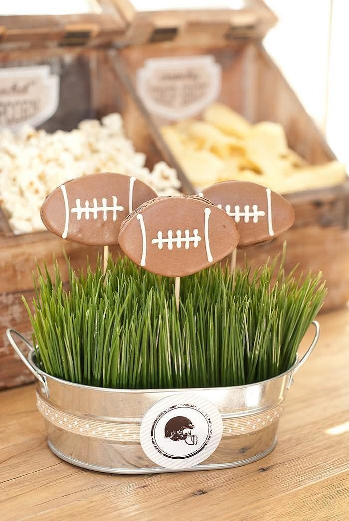 Touchdown! If you are looking for a perfectly chic sports themed party, you don't want to miss this darling vintage football party.