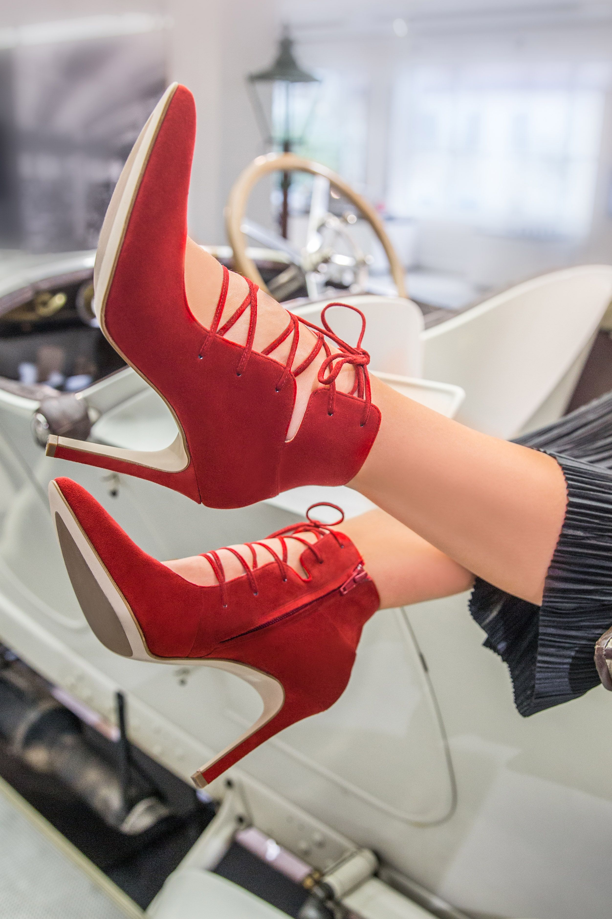 official photos 2269e fe477 Dieser Schnür-High Heel in Rot macht jedes Outfit zum ...