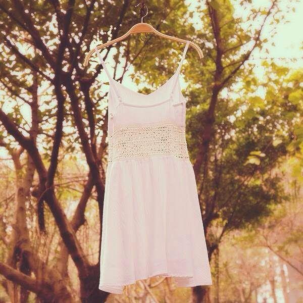 How to Chic: WHITE CROCHET DRESS