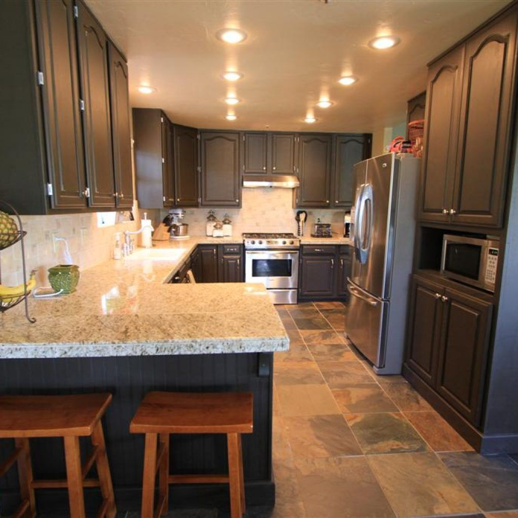 How To Make Oak Kitchen Cabinets Look Modern Einteriors Us Shaker Style Kitchen Cabinets Oak Kitchen Oak Kitchen Cabinets