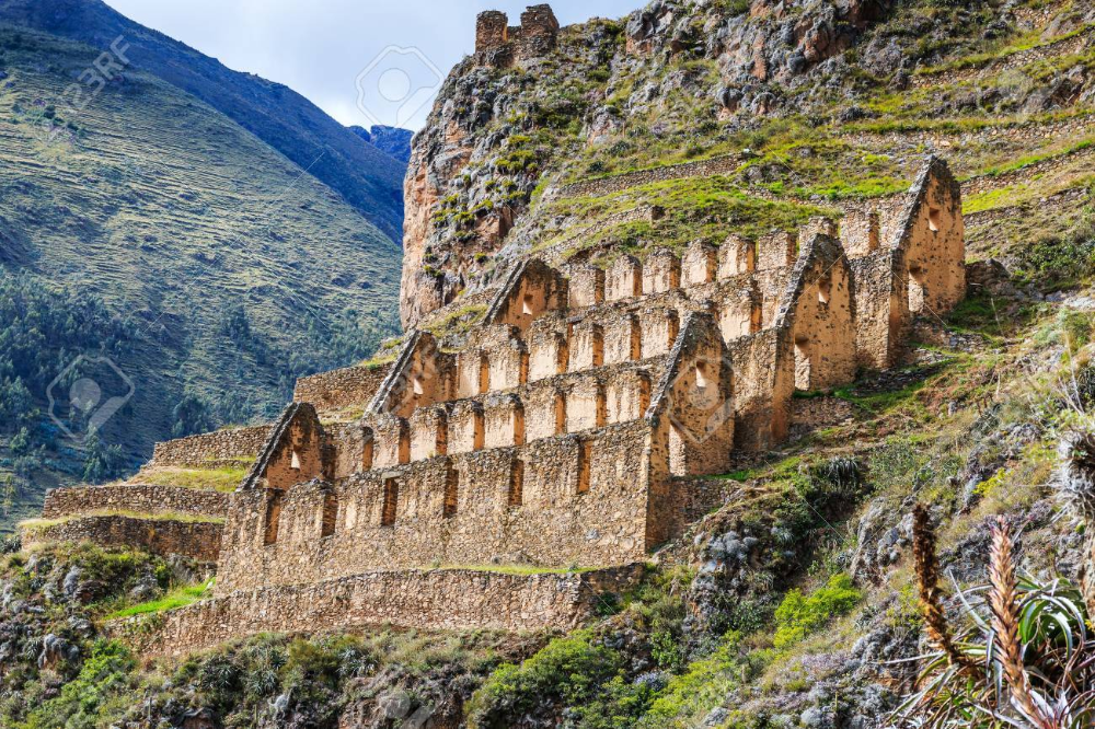 Ollantaytambo, Perú. Pinkuylluna, almacenes Incas en el Valle Sagrado. en  2020 | Cuzco, Inca, Imperio inca